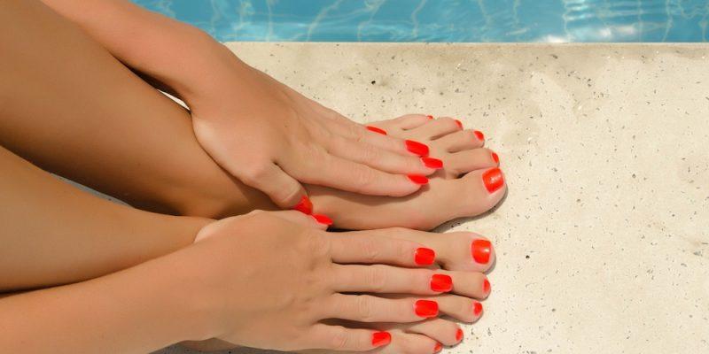 Ringiovanire i piedi con i filler e il  lipofilling